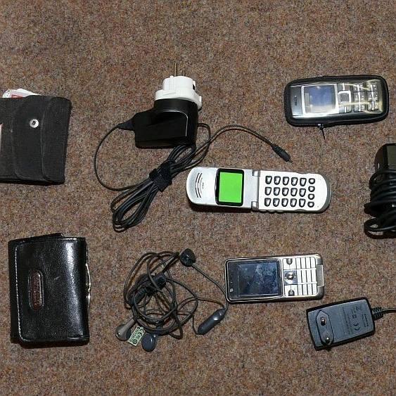 W kolekcji skradzionych przedmiotów były portfele, telefony komórkowe, a nawet ładowarki