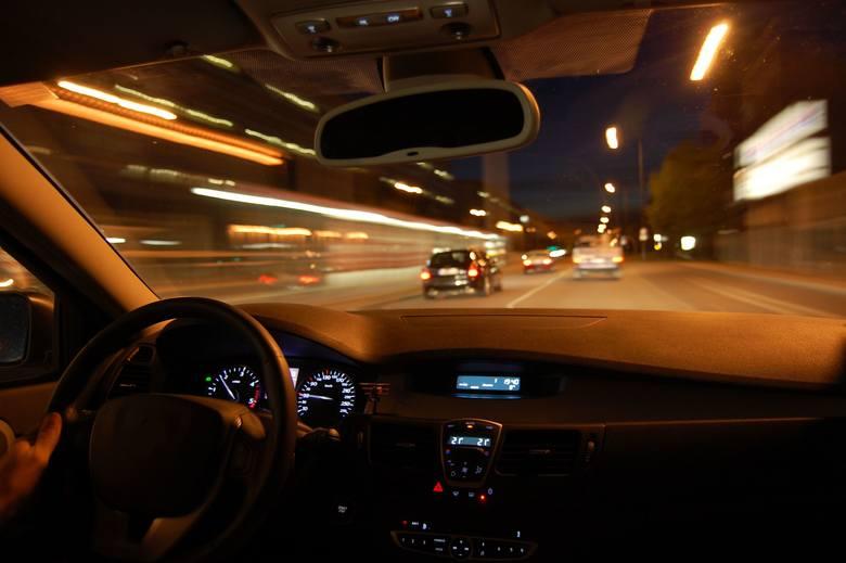 Ekspert tłumaczy, że posiadanie samochodu to nie tylko koszt, ale także szereg komplikacji.