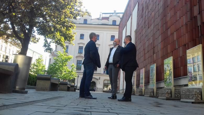 O Hutniku mówiono dziś pod Urzędem Miasta Krakowa