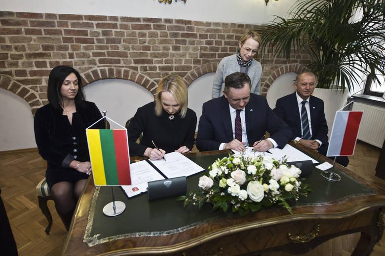 Troki nowym miastem partnerskim Koszalina. Podpisano umowę o współpracy