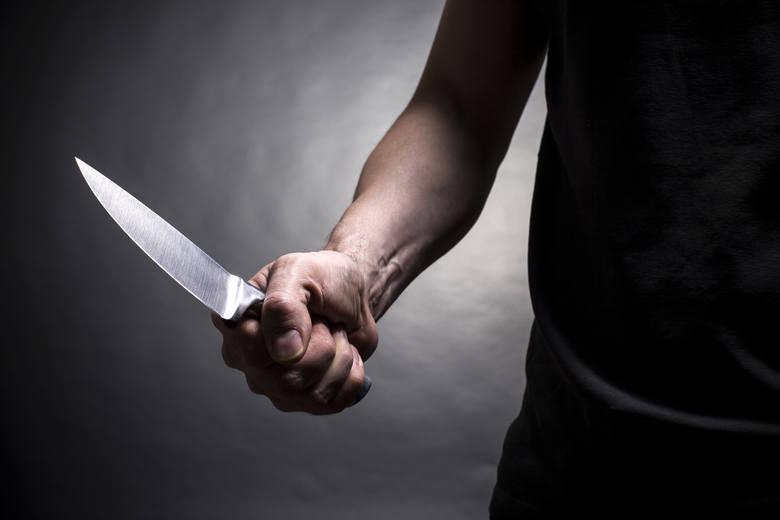 <strong>ZABÓJSTWO PRZY JANA PAWŁA II. NÓŻ W OKU PRZERWAŁ ŻYCIE</strong><br /> <br /> Makabryczne zabójstwo przy Jana Pawła II. 43-latek dźgnął 44-latka nożem w oko. Mężczyzna zmarł na miejscu.<br /> <br /> Do zabójstwa doszło pod koniec lipca. 43-letni Mariusz P. uczestniczył w libacji alkoholowej w...