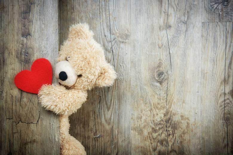 Wierszyki na Walentynki 2018. Jakie życzenia złożyć dla niej i dla niego? [WIERSZYKI, ŻYCZENIA SMS NA WALENTYNKI 14.02.2018]