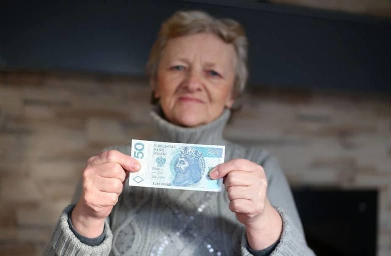 ZUS zwraca uwagę, że wysokością przychodów nie muszą przejmować się emeryci, którzy ukończyli powszechny wiek emerytalny.Czytaj dalej. Przesuwaj zdjęcia