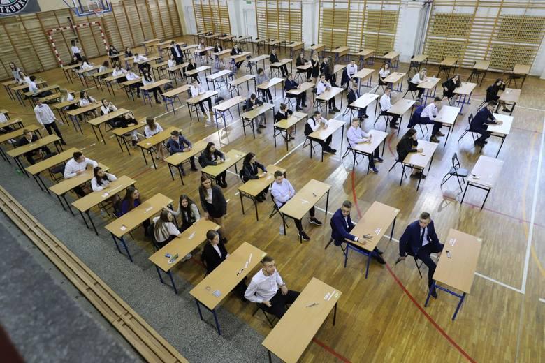 Matury i egzaminy ósmoklasisty przesunięte. Na kiedy? Nie wiadomo