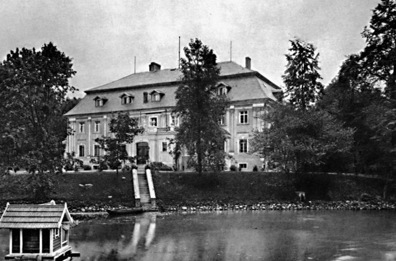 Pałac w Bagnie w 1908 roku, gdy był jeszcze własnością przemysłowca Eduarda Büsinga