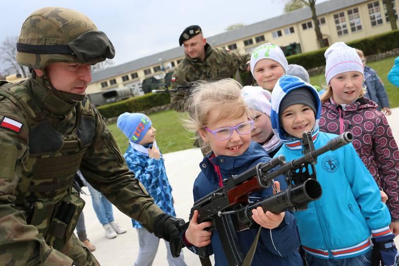 Żołnierze elitarnej 17. Wielkopolskiej Brygady Zmechanizowanej pokazali cywilom swoje uzbrojenie i pojazdy