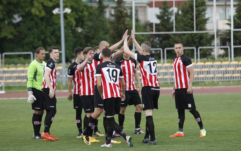 W finale Pucharu Polski na szczeblu Rzeszów-Dębica, Resovia pokonała we wtorek Stal Rzeszów 3:2 (1:2). W półfinale wojewódzkim resoviacy zagrają z Sokołem