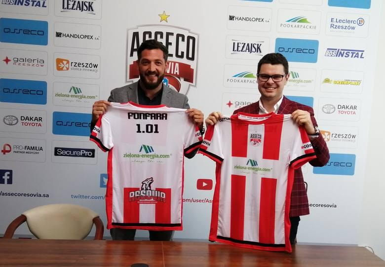Piotr Maciąg (z prawej) oraz Łukasz Fonfara chwile po podpisaniu nowej umowy sponsorskiej.
