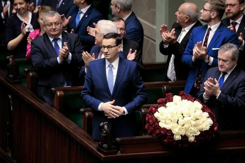 """Expose premiera Mateusza Morawieckiego. Premier w expose o """"normalności"""". Zapowiada państwo dobrobytu"""