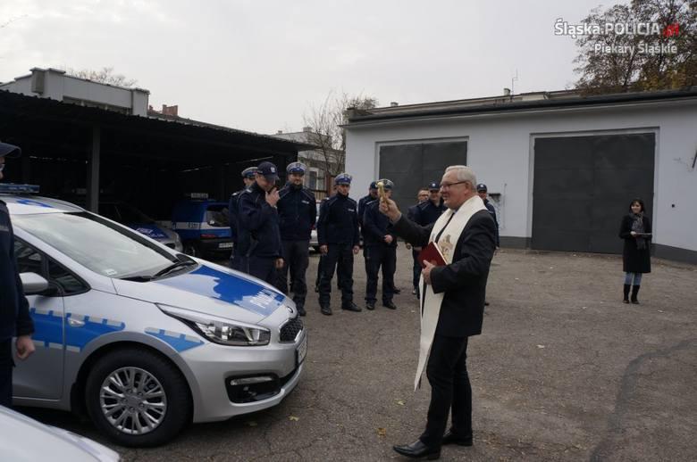 Nowe radiowozy w Piekarach Śląskich zostały poświęcone