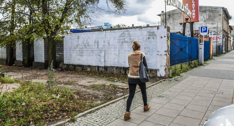 """Kibolska """"kosa"""" na murach w Bydgoszczy"""