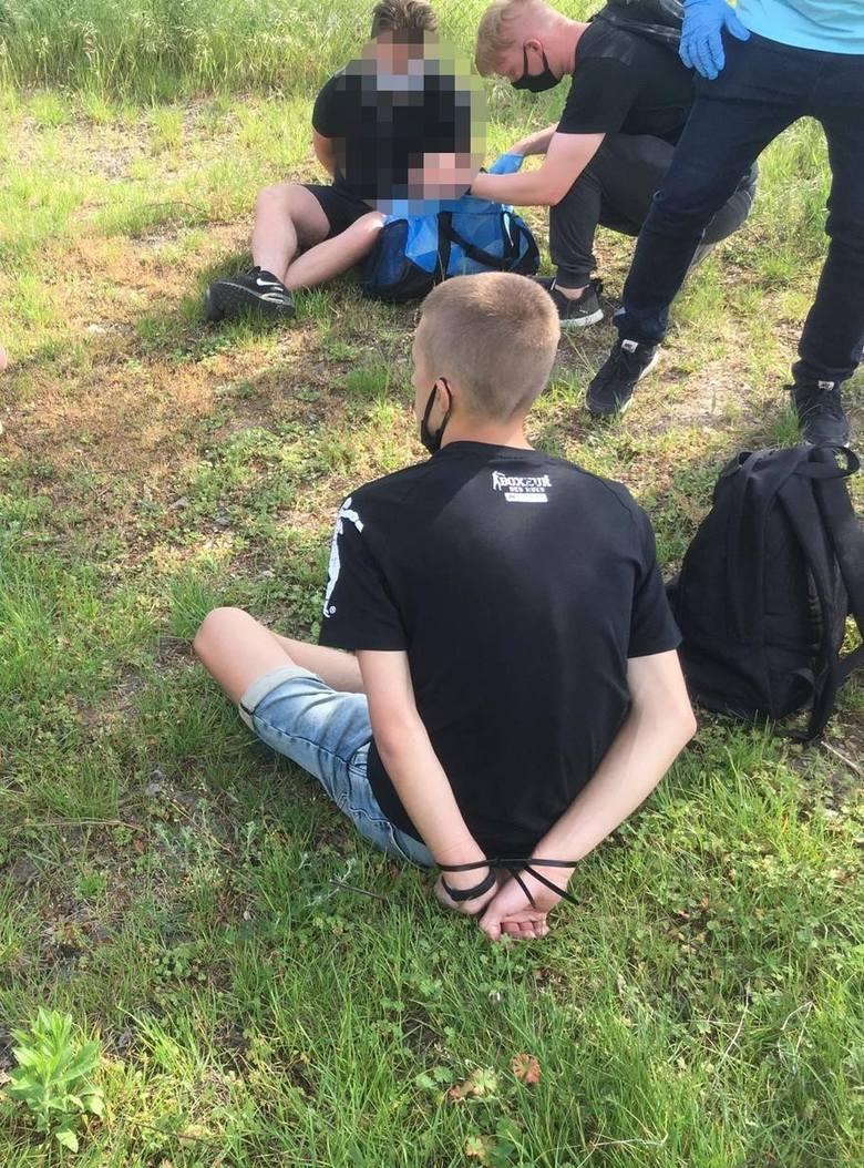 Młody mężczyzna zaśmiecał okolicę, przez niego pięciu wpadło za narkotyki