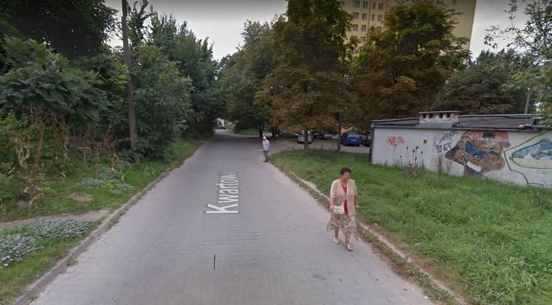 Na ulicy Kwartowej nie ma chodnika na całej długości, w efekcie czego mieszkańcy muszą chodzić po jezdni