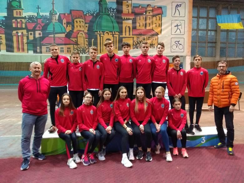 W  kategorii juniorów Adriana Włoch wywalczyła dwa medale – złoty w biegu na 300 m (44,45 s) oraz brązowy na 60 m (8,14 s). Martyna Strzelec zdobyła