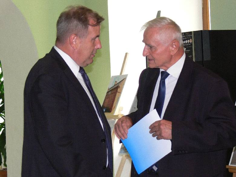 O pilnej potrzebie przebudowy wałów  mówili od lewej Wojciech Brzezowski z Tarnobrzega i Marek Jońca, burmistrz Koprzywnicy.