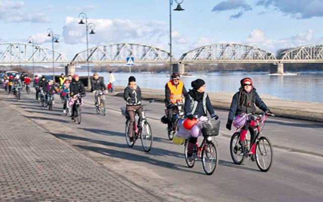Feministki wokół starówki na rowerach