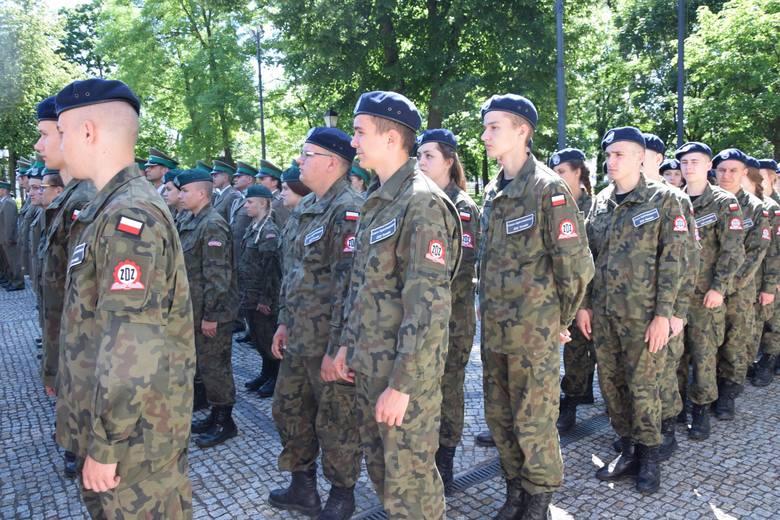 - Służbę w tych placówkach pełni około 300 osób, 70 z nich dostało już awanse na kolejne stopnie. Nasze święto jest okazją, aby podziękować funkcjonariuszom