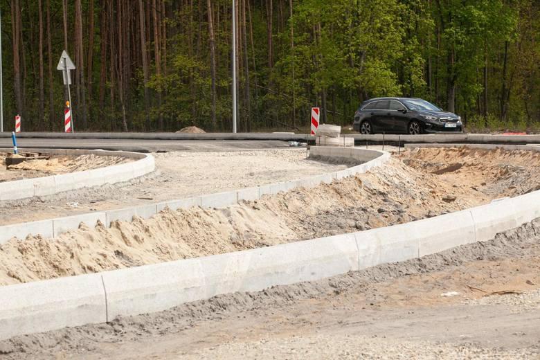 Turbina na skrzyżowaniu pod Bydgoszczą. Prace dobiegają końca [zdjęcia z budowy]