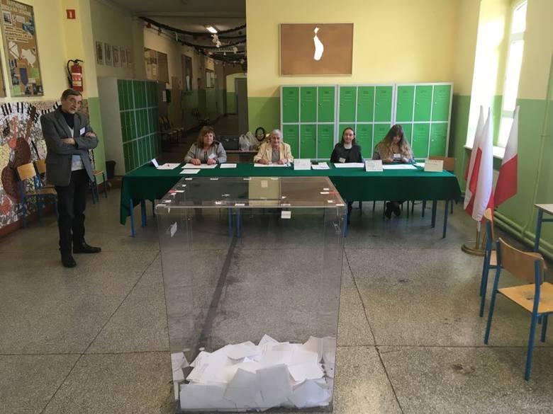 Przebieg głosowania w obwodowej komisji wyborczej nr 14.