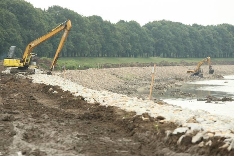 Remontowany jest kanał powodziowy od jazu Bartoszowice przy wyspie Opatowickiej do uścia kanału przy moście Warszawskim. Kanał jest regulowany i wyrównywany
