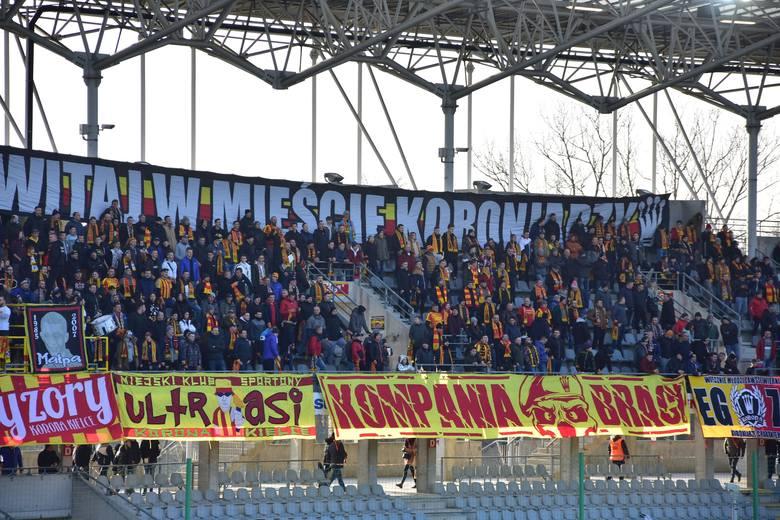 O godzinie 15 Korona Kielce rozpoczęła pierwszy w tym roku mecz w ekstraklasie. Jej rywalem jest Górnik Zabrze. Przed spotkaniem wszyscy obecni na stadionie