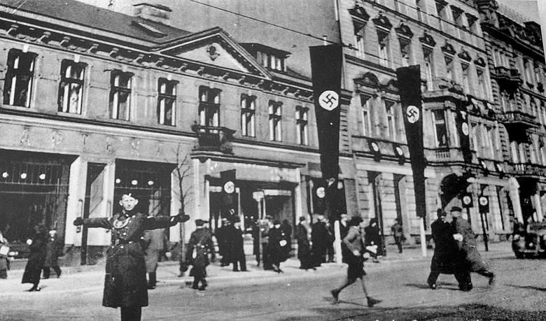 W czasie wojny Łódź stała się częścią Kraju Warty. Jej nazwę zmieniono na Litzmannstadt.