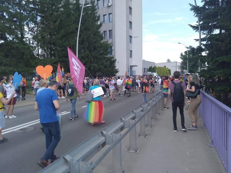 II Marsz Równości w Rzeszowie. Świadkowie: było rzucanie jajkami i incydent między kontrmanifestantami, a policją