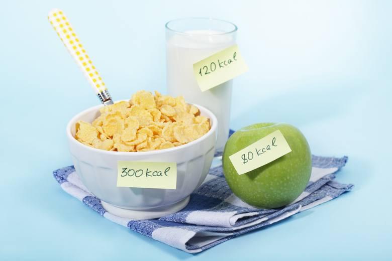 Jeśli chcesz skłonić organizm, żeby spalał więcej kalorii i tłuszczu, unikaj cudownych diet odchudzających. Ograniczając dostawy energii jedynie spowalniasz