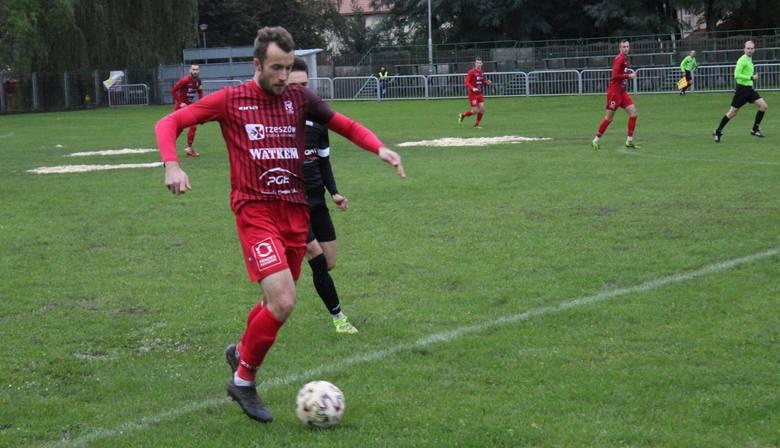W meczu Głogovii Głogów Małopolski z Watkem Koroną Bndiks Rzeszów padł remis 1:1. Zawodnikom przyszło grać w bardzo trudnych warunkach.