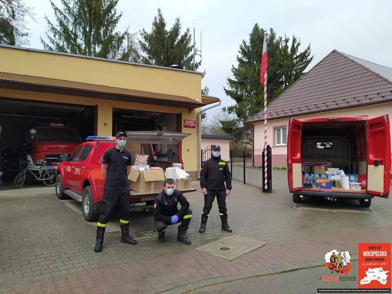 Podkrakowscy strażacy pomagający medykom z Krakowa przerzucili w święta swoje wsparcie dla potrzebującego Domu Pomocy Społecznej z Bochni