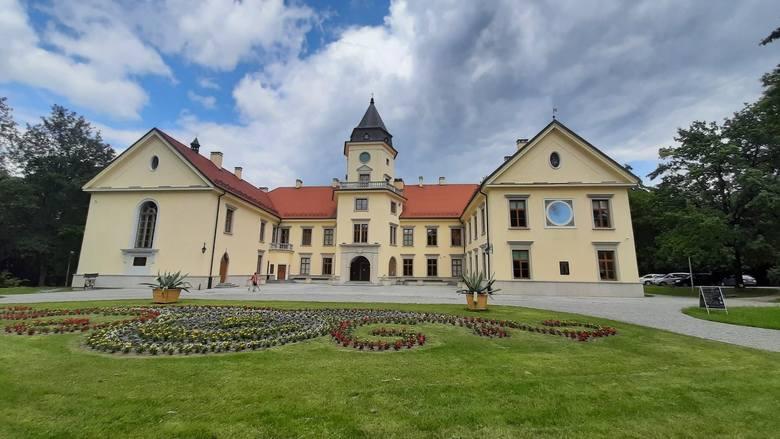 Umowę o współpracy Muzeum Okręgowego w Sandomierzu i Muzeum Historycznego Miasta Tarnobrzega podpisano 8 lipca w Zamku Tarnowskich, siedzibie tarnobrzeskiego