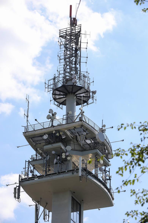 Kraków. Wieża telewizyjna na Krzemionkach będzie jak latarnia. Rozbłyśnie kolorami [ZDJĘCIA]
