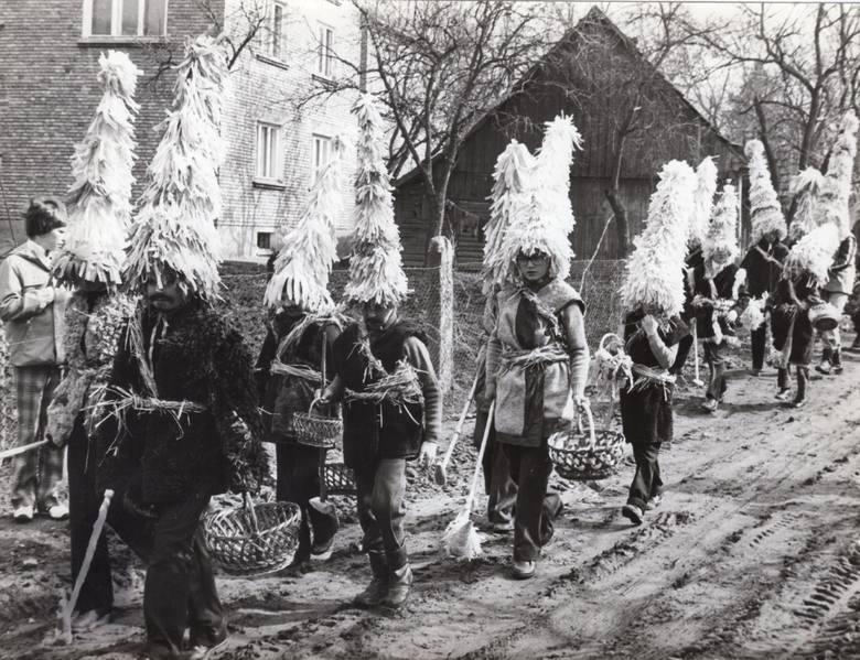 """""""Dziś Kwietna Niedziela..."""" Bibice bez przebierańców chodzących po ulicach. I to akurat w Roku Pucheroka"""