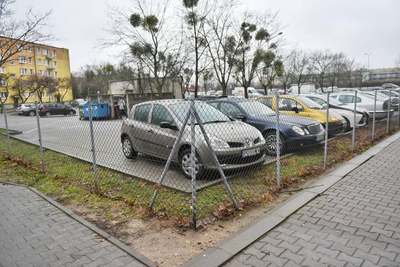 Abonament parkingowyWe Wrocławiu przez internet można wykupić abonamenty parkingowe. Wrocławski Zarząd Dróg i Utrzymania Miasta umożliwia interesantom