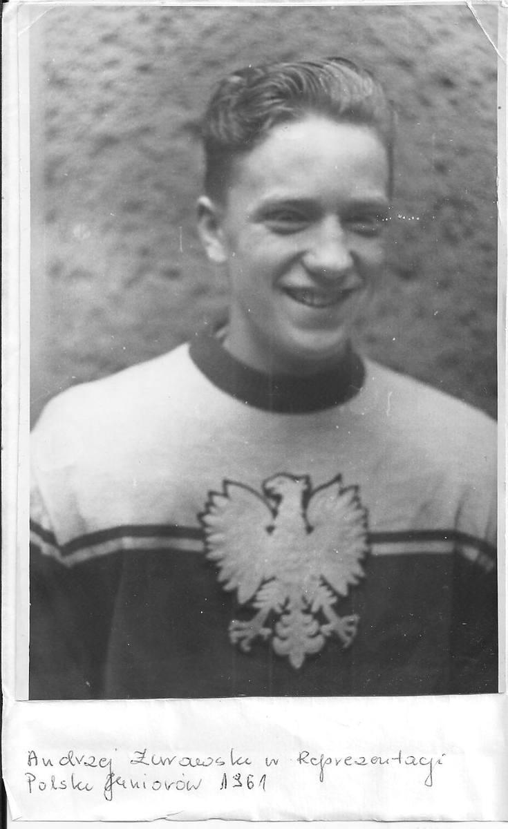 ANDRZEJ ŻURAWSKI w hokejowej kadrze Polski juniorów w 1961 r.<br />