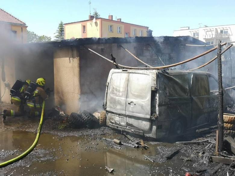 Gdy opaleniccy strażacy dojeżdżali na miejsce, widzieli już duże zadymienie i mocno rozwinięty pożar budynków.