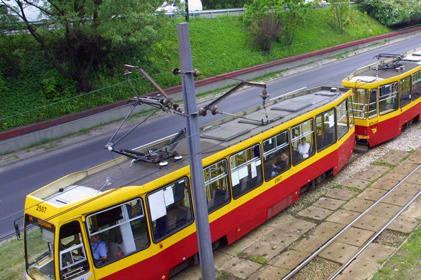 Sieć trakcyjna to zespół przewodów zawieszonych nad torem służący do doprowadzenia energii do tramwaju. Jej najważniejszą częścią jest przewód jezdny podwieszony na wysokości 4,6 m na linie nośnej za pomocą wieszaków.