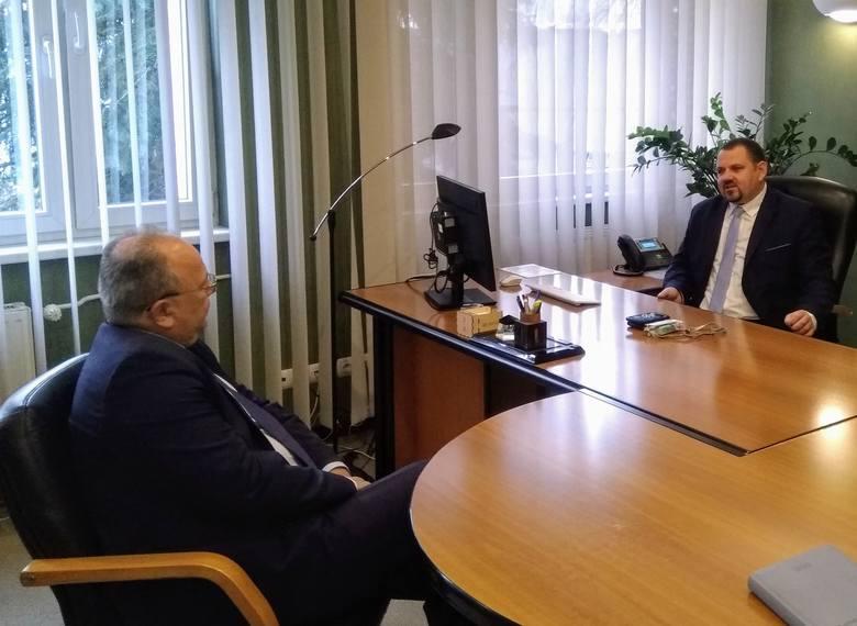 Marcin Biegański zajął gabinet prezesa OPEC-u w Grudziądzu na jeden dzień. Była to realizacja wylicytowanej na aukcji na rzecz Wielkiej Orkiestry Świątecznej