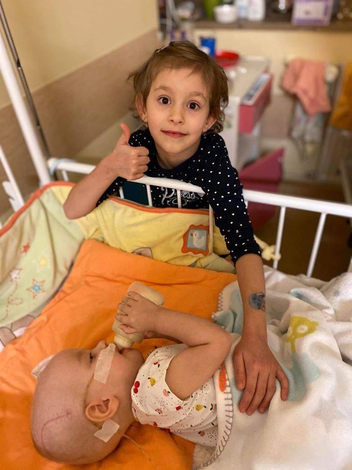 Hania Terlecka z Kielc wyleciała do Ameryki! Wzruszające pożegnanie ze starszą siostrą!