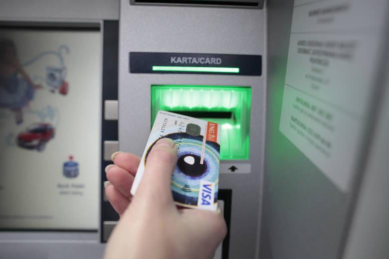Klienci największych banków w Polsce mogą dziś mieć spore problemy z dostępem do swoich pieniędzy. Na weekend zaplanowano przerwy techniczne w największych