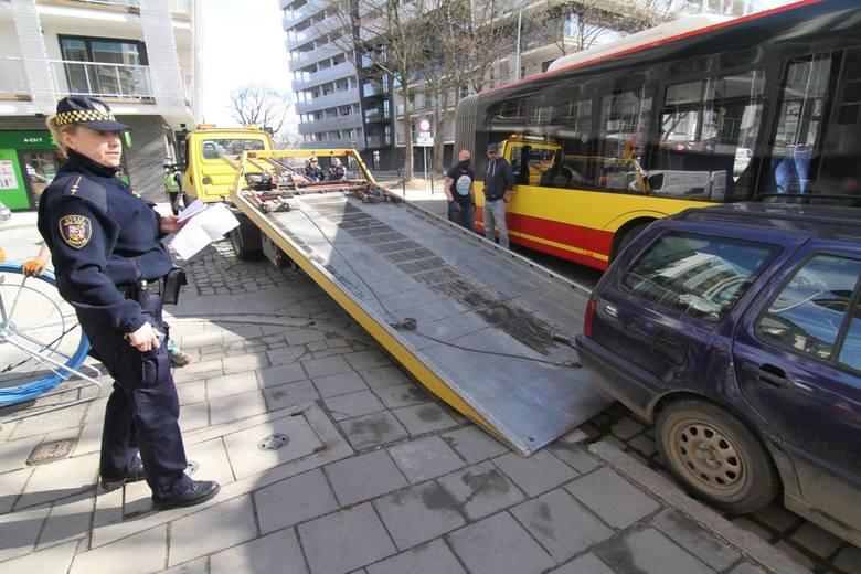 Wrocławska straż miejska w najbliższych dniach ścigać będzie kierowców naruszających przepisy o parkowaniu pojazdów. Na swojej stronie opublikowała listę