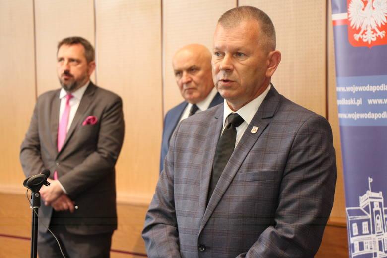 Burmistrzowie Zabłudowa i Supraśla oraz wójt Turośni Kościelnej podpisali umowy z wojewodą podlaskim o dofinansowaniu do przewozów podlaskich