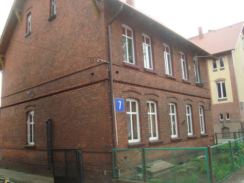 Laskowice Pomorskie ul. Długa 7/5Budynek wyposażony w sieć elektroenergetyczną, wodociągową, kanalizacyjną i wentylacyjną. Mieszkanie nr 5 o powierzchni
