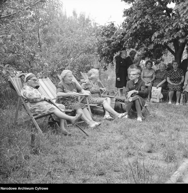 Emerytury dawniej i dziś. Zobacz, jak żyli emeryci i kto miał prawo do emerytury w PRL-u