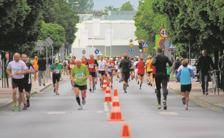 Dotychczasowe edycje biegu przyciągały setki zawodników. W 2015 zwyciężył Kimaiyo Hillary Kiptum Ma z Kenii. Drugi był jego rodak Rop Abel Kibeta, trzecie