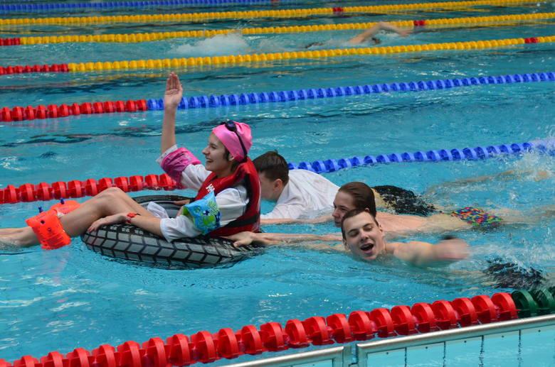 studenci awf maraton pływacki