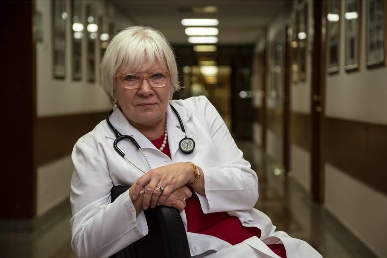 - Nie ma badań, które potwierdzałyby taki wpływ smogu na chorobę COVID-19 - mówi doktor Anna Prokop-Staszecka ze Szpitala Specjalistycznego im. Jana