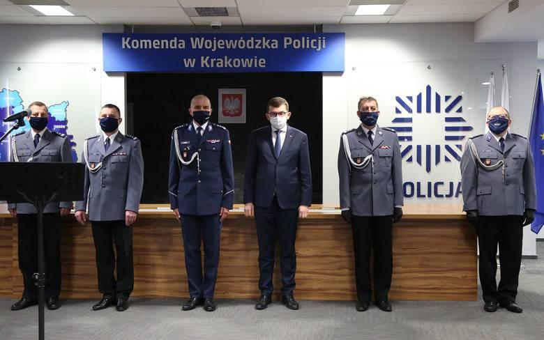 Kraków. 50 nowych policjantów zasiliło małopolski garnizon. Wśród nich jest dziewięć kobiet [ZDJĘCIA]