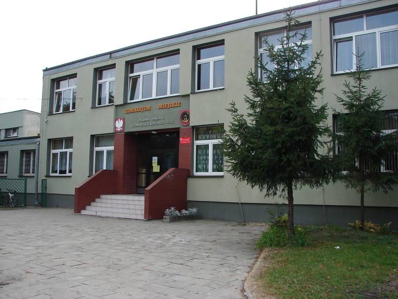 Patron głowieńskiego gimnazjum stał się celem niewybrednego ataku hakera.