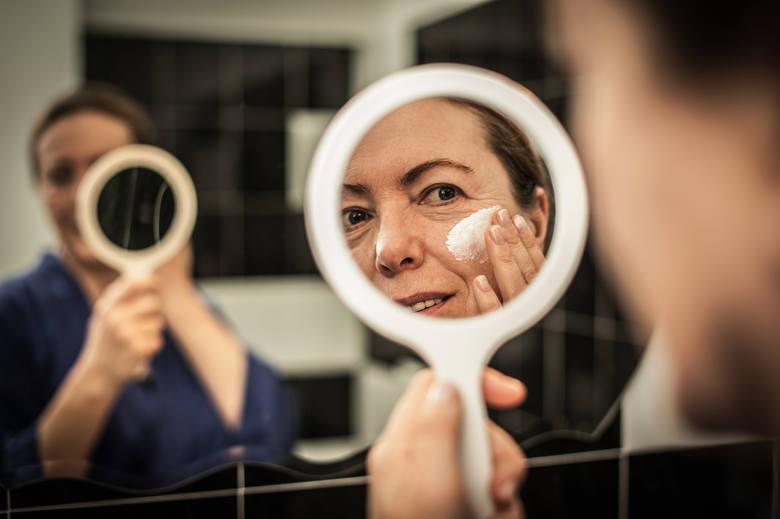 makijaż który zmienia twarz makijaż który odmładza makijaż który odejmuje lat jak się malowac
